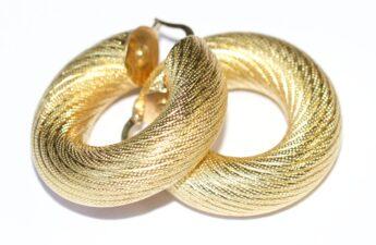 Manfaat Menggunakan Anting Emas Asli untuk Pria